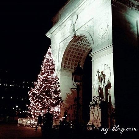 ワシントンスクエアパークのクリスマスツリー